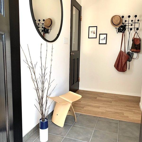 玄関の椅子