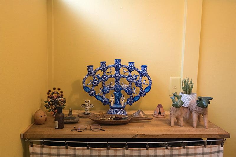 玄関に飾られたコレクション