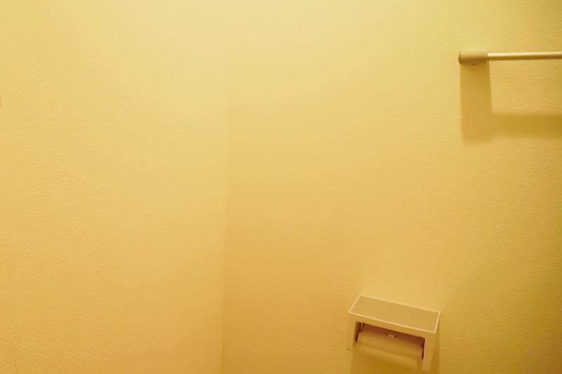 壁紙を貼る前のトイレの壁