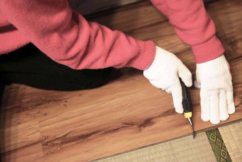 床材をカット