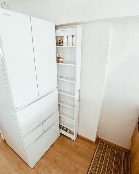 キッチンの隙間を利用した壁面収納