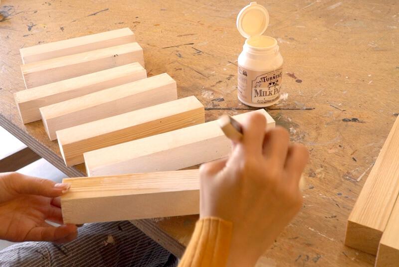 木材にミルクペイント