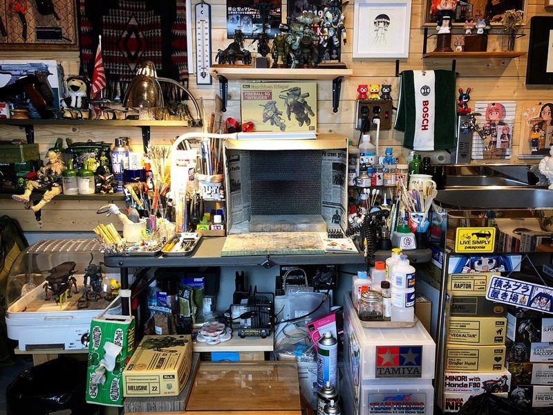 塗装エリアの作業机
