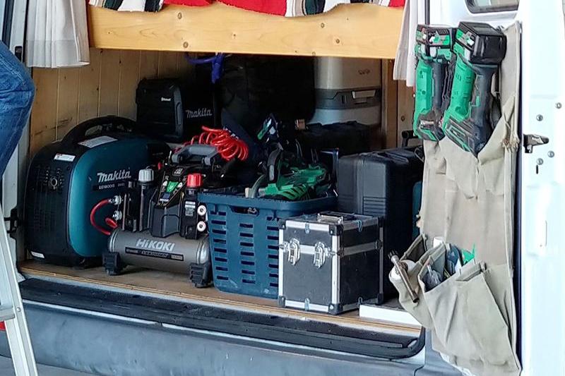 仕事用具用収納棚