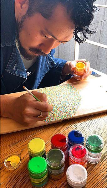 絵を描く佐藤さん
