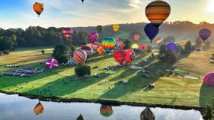 熱気球とイギリスの上空