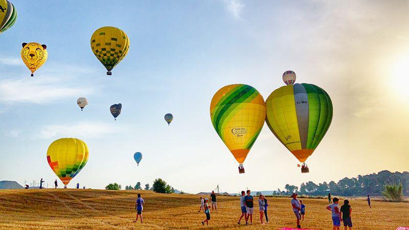 スペインの空を飛ぶ熱気球