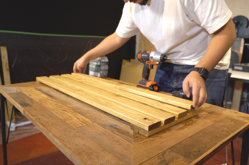 木材を並べる
