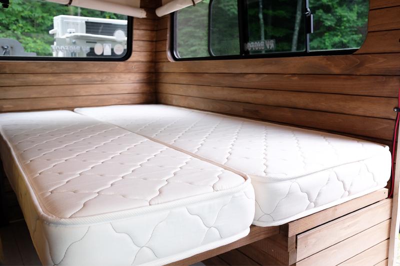 ソファを変形したベッド