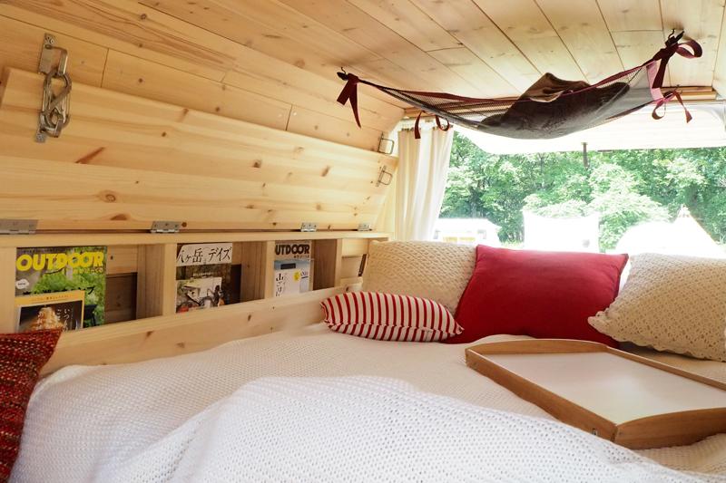 竹尾夫妻のバンのベッド