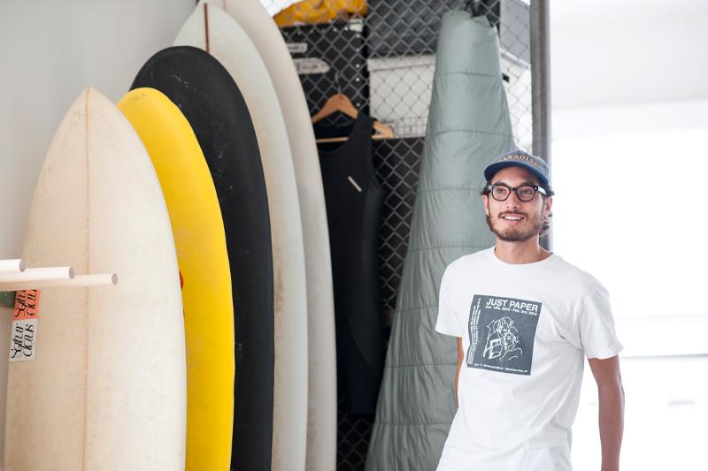 サーフボードとクリストファーさん