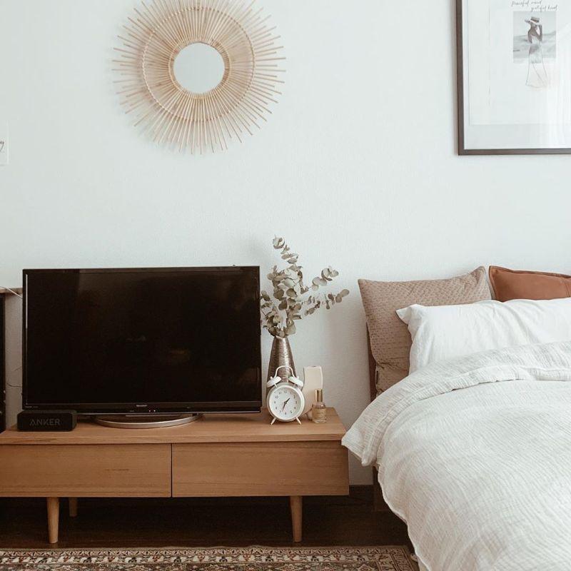 ベッドとテレビ台