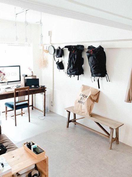 白と無垢材を組み合わせた部屋