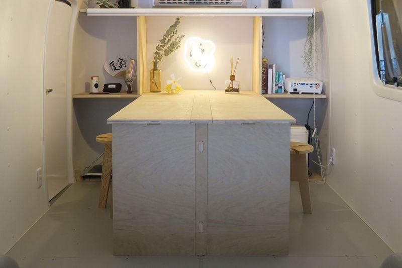 仕事机としても使えるダイニングテーブル
