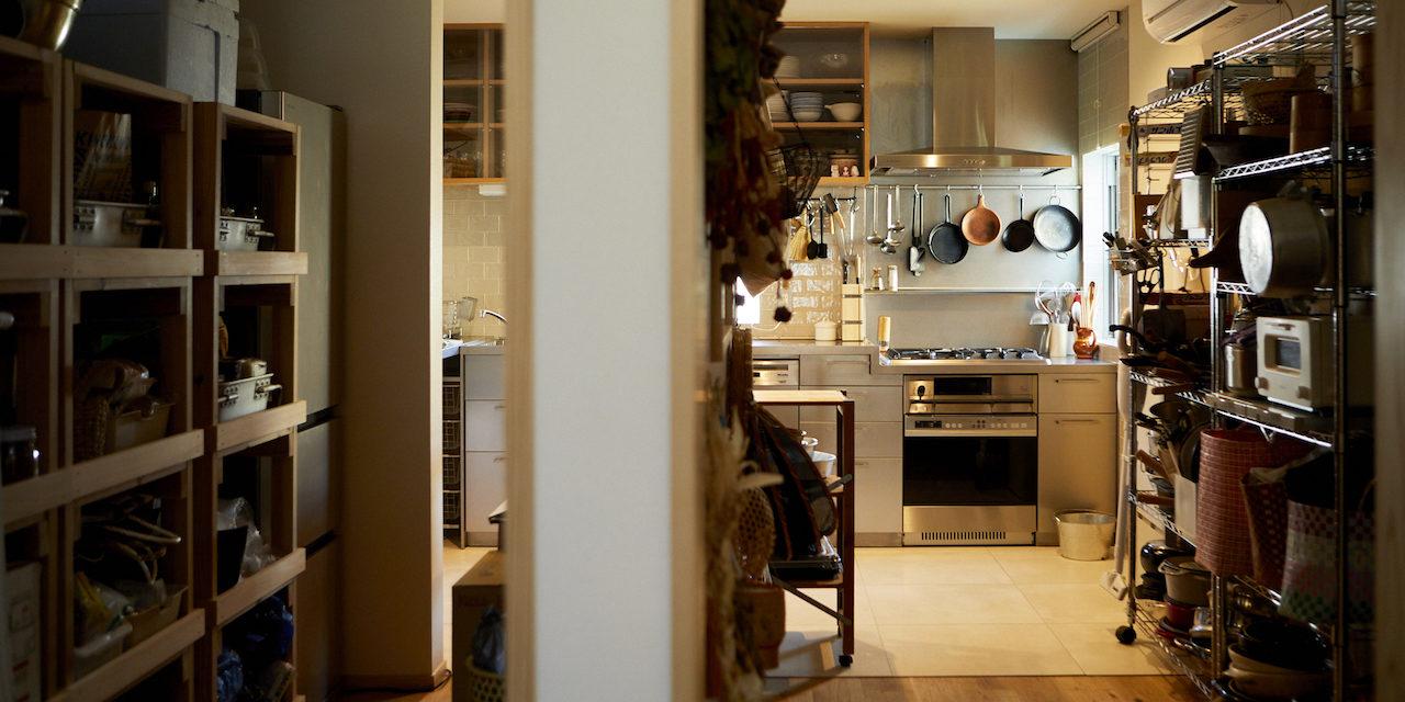 主役は「台所」。食とお酒、自分の好きなものだけで埋め尽くした理想の空間(ツレヅレハナコさん)|わがままな住まいvol.4