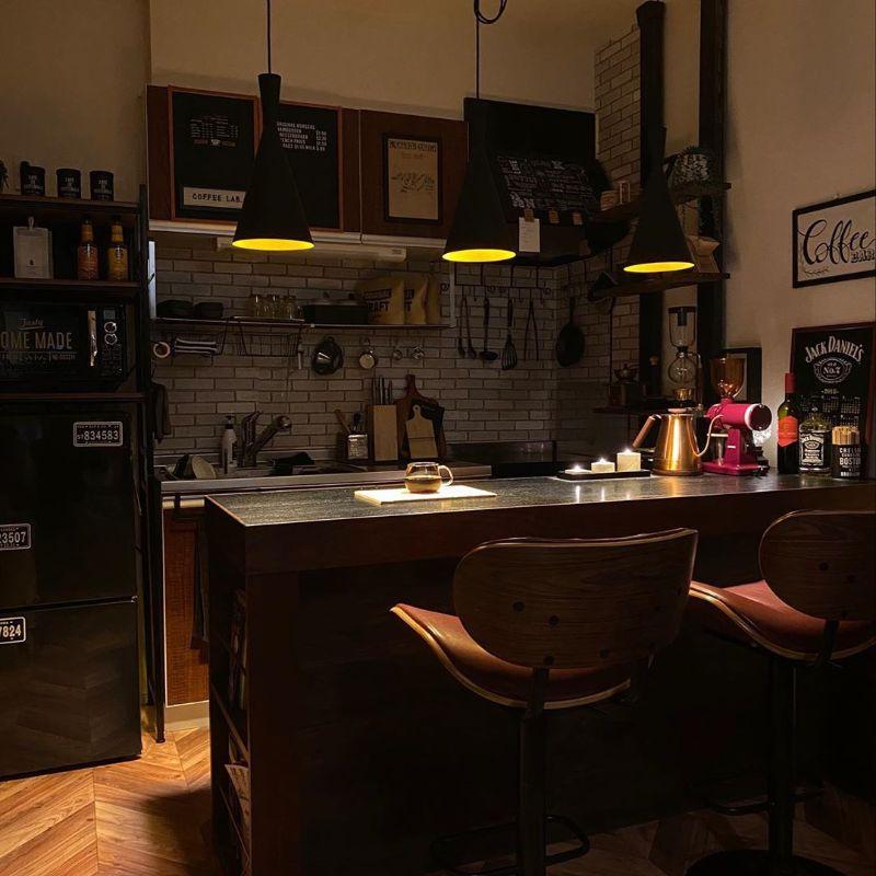 黒いランプシェードの照明