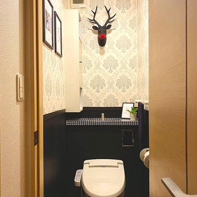 トイレの壁に設置したハンティングトロフィー