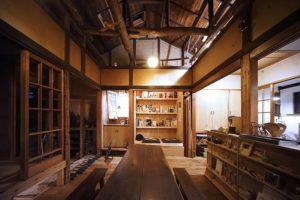 木材のあたたかみが感じられる住み開き空間