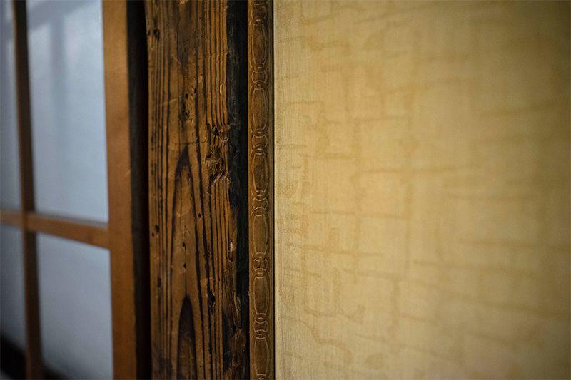 元々あった壁を残し、古民家の良さを活かした空間に