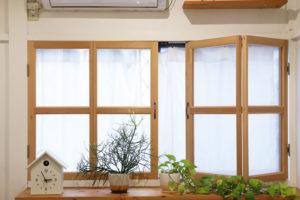 窓に施した断熱機能もDIY