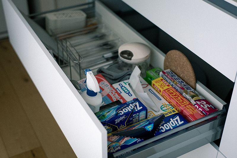 キッチン収納は見せない収納を徹底