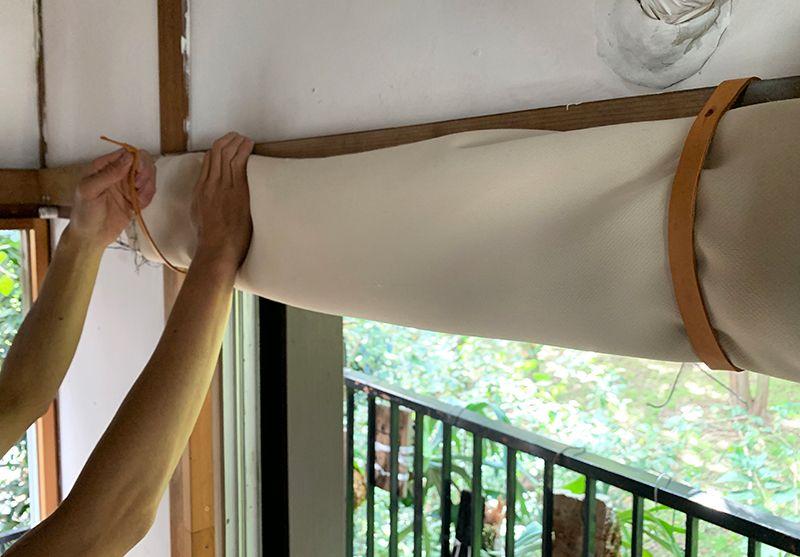 DIYした革のカーテンレール