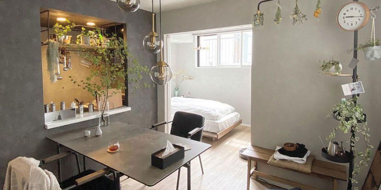 花が主役。4色でラグジュアリーにまとめたカフェ風の部屋|こだわりの部屋づくりvol.37