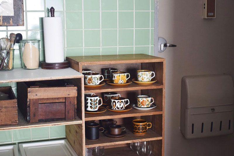 ボッホやアラビアなどの北欧デザインが美しいカップたちは見せる収納に