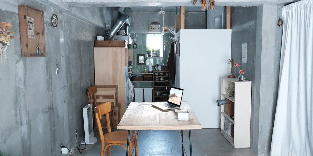 空間まるごとDIY。コンクリートとアンティークで暮らしを「実験」する個性派ワンルーム|こだわりの部屋づくりvol.39
